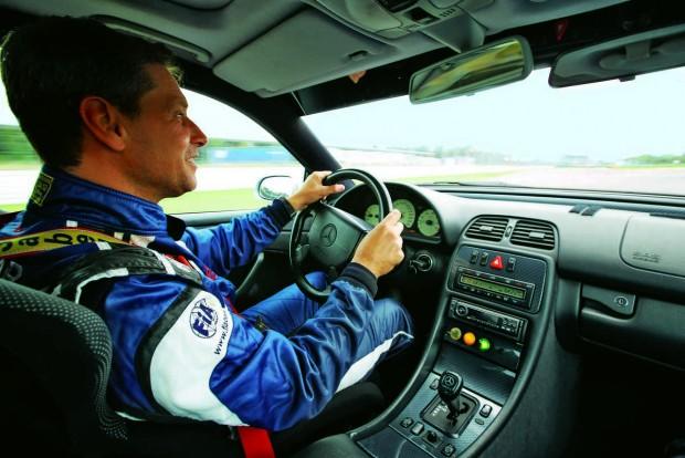 Atyaég, milyen gyorsan megy ez! - kiáltott fel Bernd Mayländer a CLK 55 volánjánál