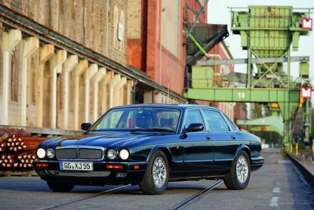 Az X300 visszacsempészte a kerekded formákat az autók felsőházába