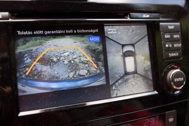 Parkolásnál és terepen bóklászva is jó szolgálatot tett a kamera