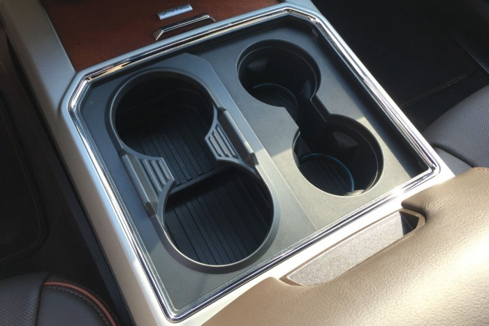 Fekete lyukak az autóban – top 10 pohártartó 8