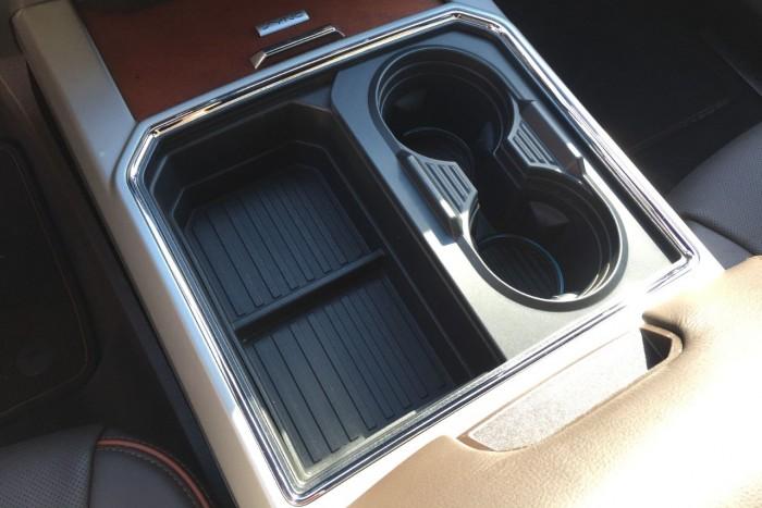 Fekete lyukak az autóban – top 10 pohártartó 9