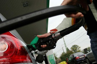 Pénteken ismét zuhanórepülést mutat be az üzemanyagok ára