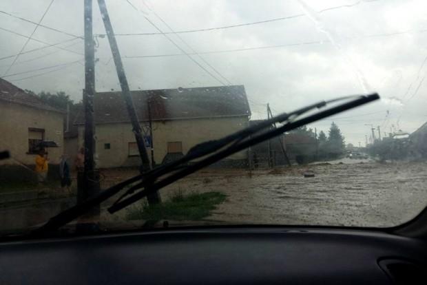 autó-vízben-időképJÓ