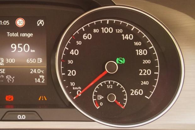 A zöld lámpa nem oszt, nem szoroz: azt jelzi, hogy a fékre lépve lehet majd D-be húzni a Golf automata váltójának karját