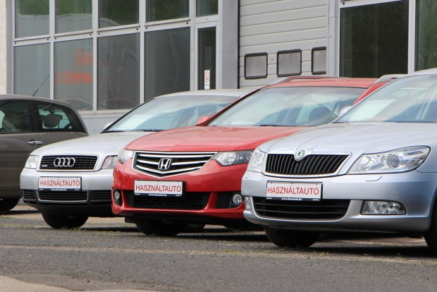Ha a használt autón már magyar rendszám van, az több buktatótól is megkíméli a vásárlót