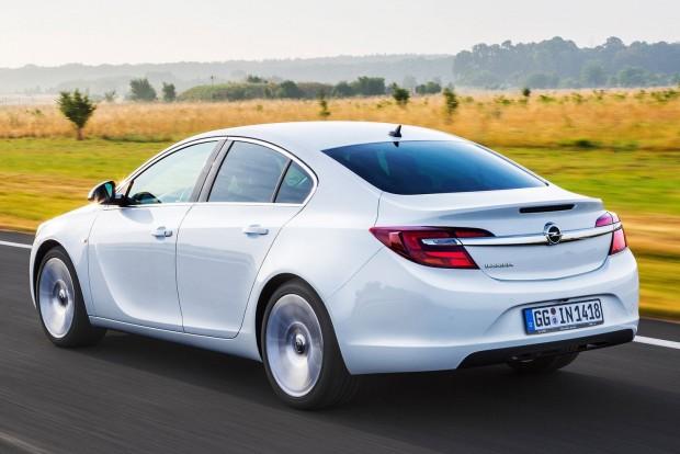 Középkategória: Opel Insignia (Mercedes C-osztály, Ford Mondeo)