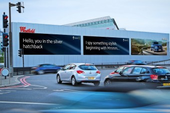 Jönnek az autófelismerő reklámtáblák