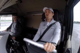 Kamionsofőrnek álltak az F1-es sztárok