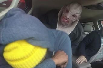 Földönkívüliek támadtak meg egy autómosót