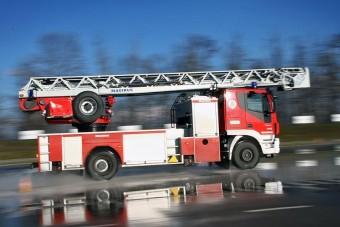 Vonulás hazai utakon a tűzoltók szemszögéből: van baj a fejekben!