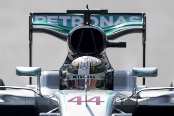 F1: Hamilton kapott egy érthetetlen díjat