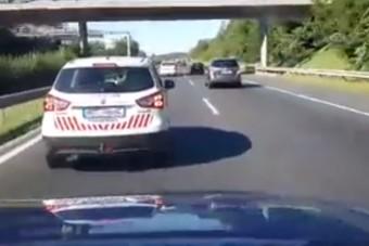 Pofátlan polgárőr igazságosztót játszik az autópályán