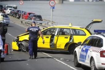 Videón a budapesti taxis üldözés