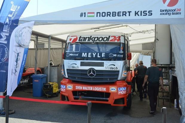 Norbi kamionja ma reggel a Boxutcában. Fotó: Aranyi Péter