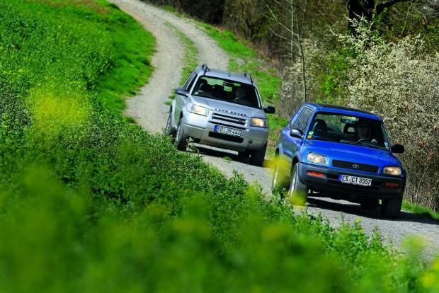 Az angol sport utility vehicle (SUV) rövidítése annyit jelent: sportos haszonjármű. Valójában egy megemelt hasmagasságú személyautó, csekély terepképességekkel és sokat ígérő külalakkal