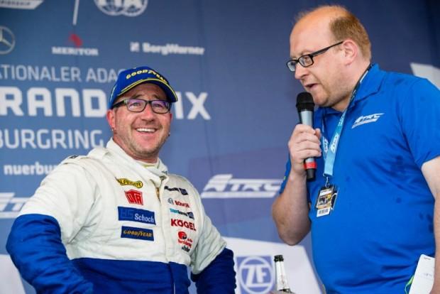 Ki tudja, az is lehet, hogy a mogyoródi versenyfutamok végén a háromszoros Európa-bajnok, Jochen Hahn mosolyog majd?