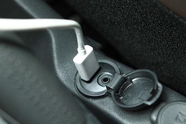 Egyszerű USB csatlakozón kapja az energiát a szerkezet