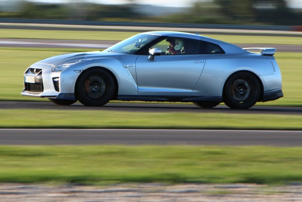 315 km/órás végsebességre képes a GT-R