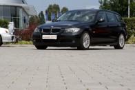 """Az asszonnyal együtt """"eladó"""" ez a használt BMW 3"""