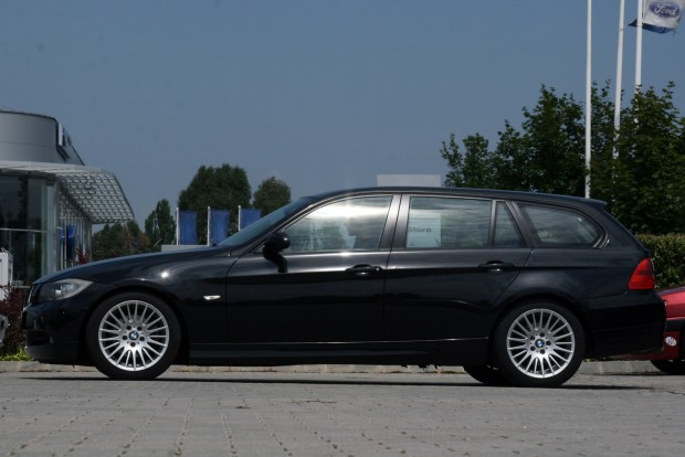 Kétmillió forint alatti áron kaphatóak a legolcsóbb autók a típusból, az ársáv teteje 4,5-5 millió forint, ami a V8-as M3-ra nem vonatkozik