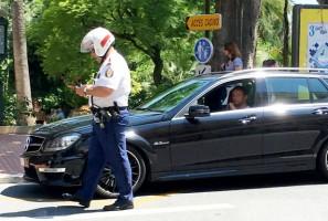 F1: Buttont lemeszelte egy rendőr Monacóban