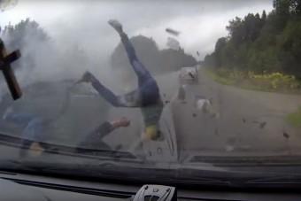 Videón a baleset, amit senki nem akar látni