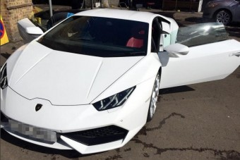 Lefoglalt luxusautóval száguldoztak a rendőrök