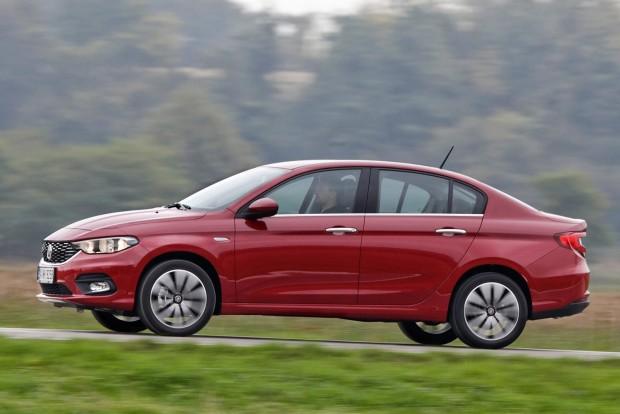 Árban 400 000 Ft van az új fejlesztésű Tipo és a 11 éve gyártott Punto Young 1,4-es verziója között, ami ezen a szinten nagy ugrás