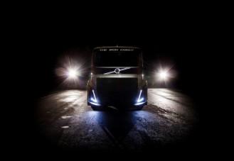 Félelmetes versenykamiont csinált a Volvo