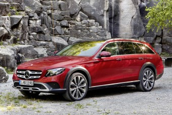 Dagonyázni küldi nagy kombiját a Mercedes