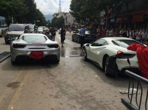 Állítólag egy kutya miatt ütközött össze két Ferrari