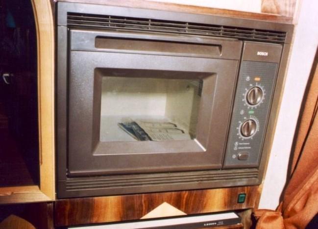 Még mikrohullámú sütő is volt a kuvaiti Ikarus 250-esben, amely alatt egy Lehel hűtő kapott helyet