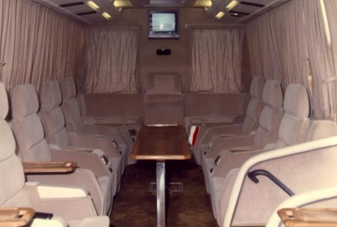 Ikarus 386 SL belülről: összesen 14 fotelt volt az utastérben
