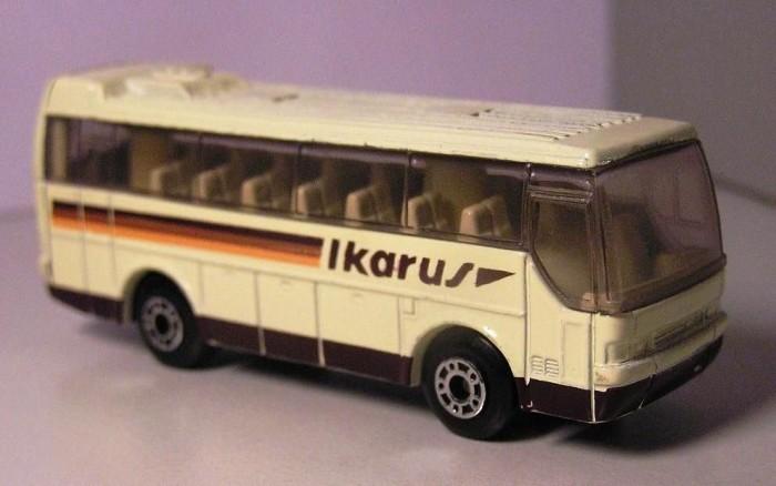 A Matchbox által 1986-ban gyártott Ikarus 350-es turistabusz
