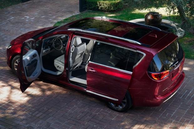 Chrysler Pacifica: elsősorban multimédiás szolgáltatásaival hódít a buszlimuzin, de a második sori klímavezérlő és piros pontot kapott. A slusszpoén: hét (!) darab USB csatlatkozó található a fedélzeten.