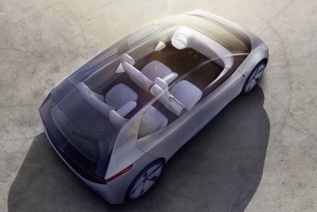 Az akadálymentes padló és a hagyományos motortér hiánya miatt az I.D. különösen tágas lesz belül; ezt az Open Space (nyitott tér) koncepciót még nem részletezte a gyár, de el tudjuk képzelni. Az Audi és a Volvo után szintén el tudjuk képzelni, hogyan tud csomagszállítmányokat fogadni az autó gazdája távollétében.