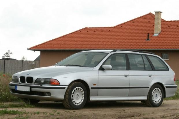 Hathengeres motorral megkerülhetetlenek a BMW-k. Nemcsak a tiptop autók adnak sok örömöt, a képen egy E39