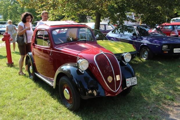 Sokak kedvence volt a mintaszerűen restaurált 80 éves Fiat Topolino