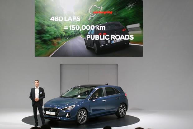 Tartóssági vizsgálatokon futott az új Hyundai i30 a Nürburgringen, az ottani nyúzás felgyorsítja a teszteket