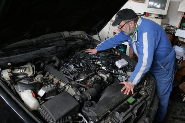Nagyobb olajtöltetük miatt az öblös motorokon az olajcsere is töbe kerül, de 3-4 liter olaj ára nem a világ