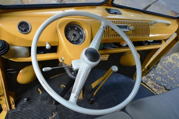 A kocsit akár alkarral is lehetne vezetni olyan kényelmes pozícióban van a kormány.