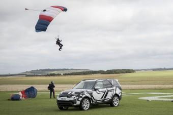 A túlélés fenegyereke teszteli a Land Rover világújdonságát
