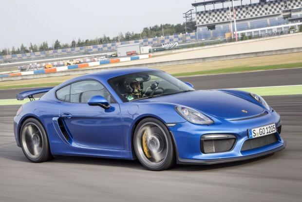 A 911-ben 400 lóerős motor a rosszabb hűtés miatt 385 a GT4-ben