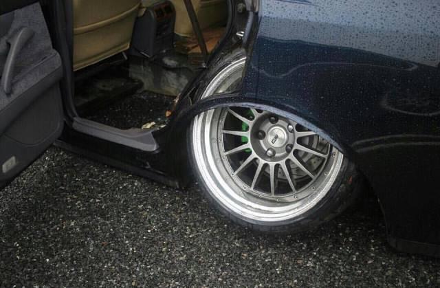 problems_of_having_a_slammed_car_640_09