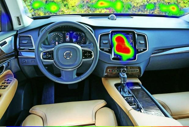 Az érintőképernyőn tudjuk csak kezelni az olyan funkciókat is, mint a klíma