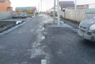 Villanyoszlopok állnak egy orosz országút közepén 2