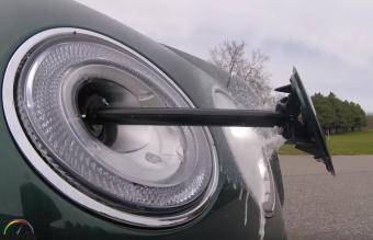 Fényszóró közepéből spriccelő robotkarral mos lámpát a Bentley