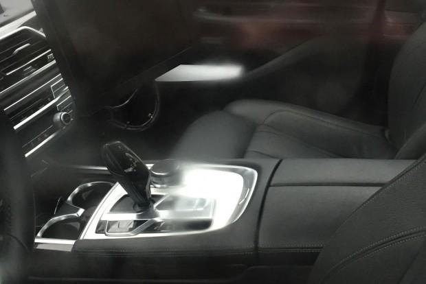 2017-BMW-5-Series-interior-centre-tunnel-spy-shot