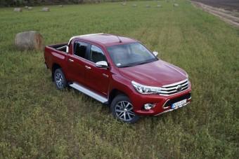 Toyota HiLux, ami tényleg Lux: automatával, bőrrel, navival