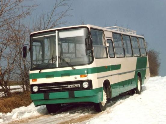 A Steyr-alvázra épített változat jobb kormányos és orrmotoros volt.